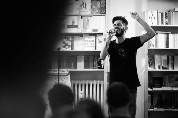 Poetry slam Lorenzo Maragoni, poesia performativa poesia rubrics rubrics.it maria pia dell'omo antonio dentice